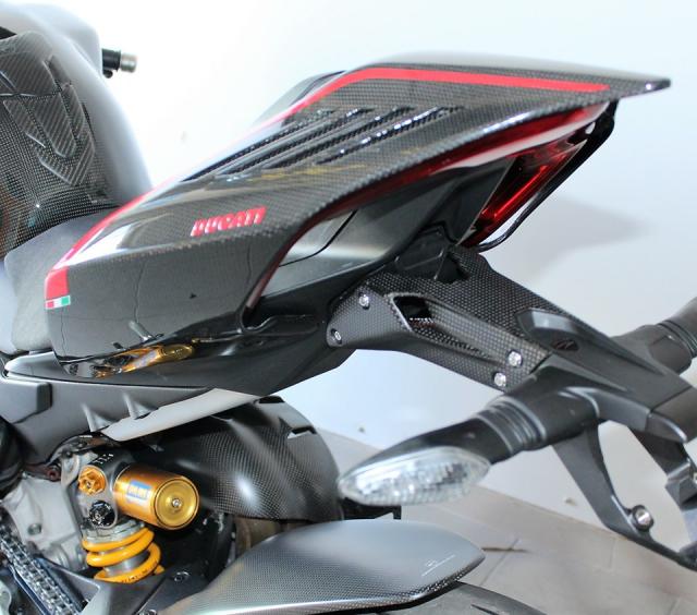 Can canh Quai vat Ducati Panigale V4 R trang bi full ao Carbon dep xuat sac - 11