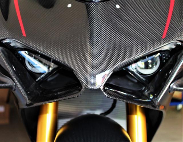 Can canh Quai vat Ducati Panigale V4 R trang bi full ao Carbon dep xuat sac - 3