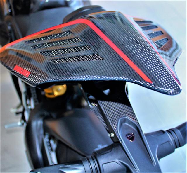 Can canh Quai vat Ducati Panigale V4 R trang bi full ao Carbon dep xuat sac - 9