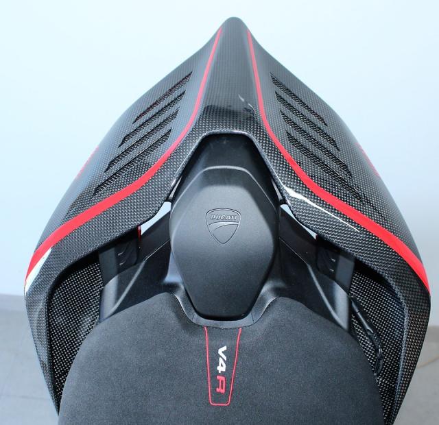 Can canh Quai vat Ducati Panigale V4 R trang bi full ao Carbon dep xuat sac - 10