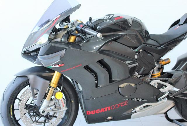 Can canh Quai vat Ducati Panigale V4 R trang bi full ao Carbon dep xuat sac - 12
