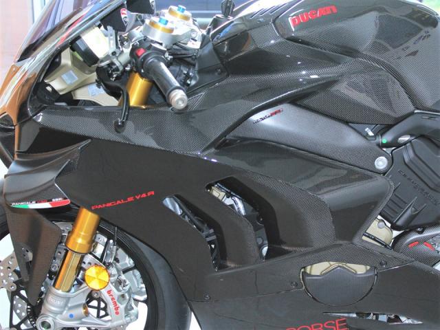 Can canh Quai vat Ducati Panigale V4 R trang bi full ao Carbon dep xuat sac - 13
