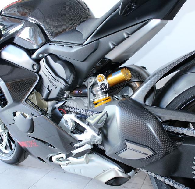 Can canh Quai vat Ducati Panigale V4 R trang bi full ao Carbon dep xuat sac - 15