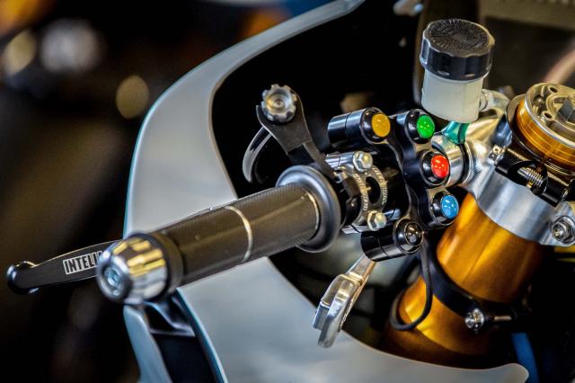 BMW Motorrad chinh thuc ra mat doi dua WSBK 2019 - 10