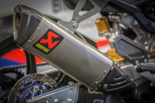 BMW Motorrad chinh thuc ra mat doi dua WSBK 2019 - 13