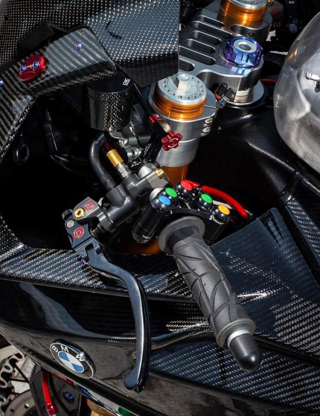 BMW S1000RR do banh cam doc nhat vo nhi cua Biker Can Tho - 6