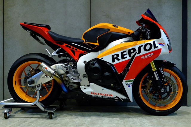 Honda CBR1000RR do day loi cuon trong dien mao Repsol Racing - 18