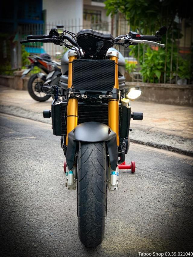 Triumph SpeedTriple 1050 do hut hon theo phong cach FlatTrack cua Biker Viet - 3