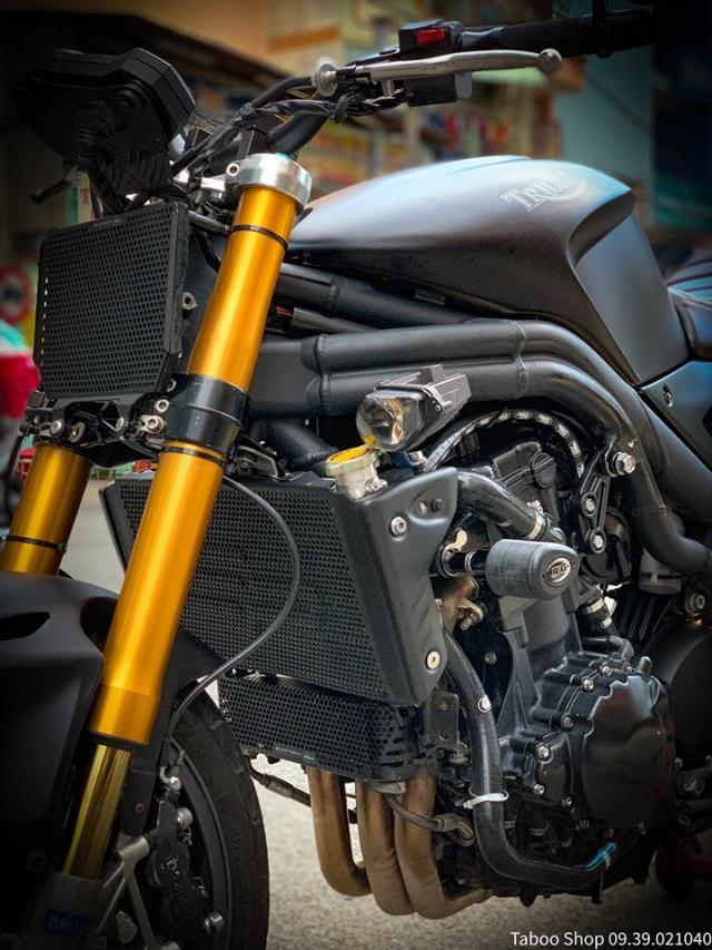 Triumph SpeedTriple 1050 do hut hon theo phong cach FlatTrack cua Biker Viet - 6