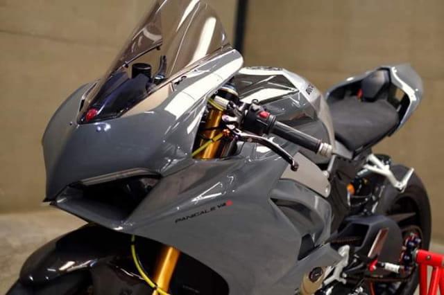 Ducati Panigale V4 độ ngoài sức tưởng tượng với gam màu xám