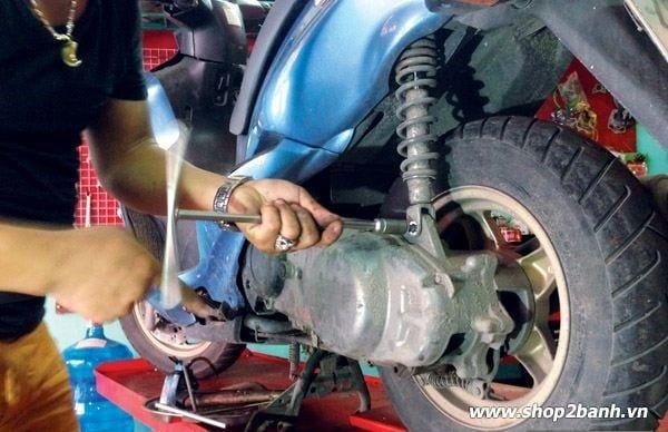 Tổng hợp cách sửa phuộc xe máy bị xì nhớt mới nhất 2020
